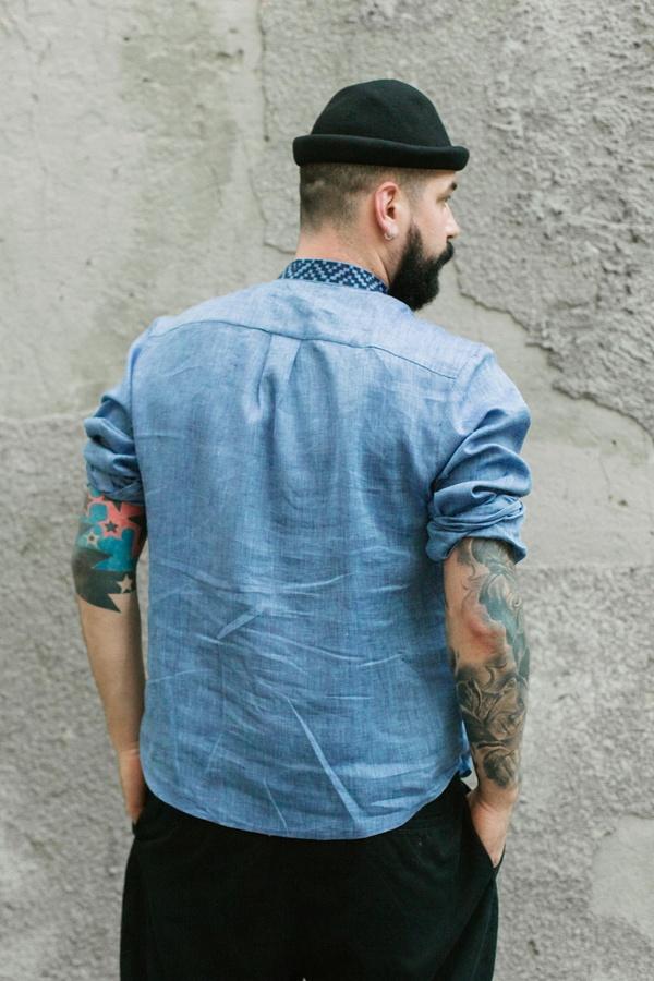 Вишиванка чоловіча джинсового кольору ME02