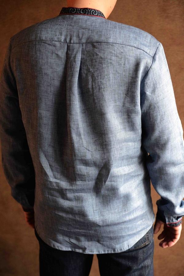Вишиванка чоловіча джинсового кольору ME05