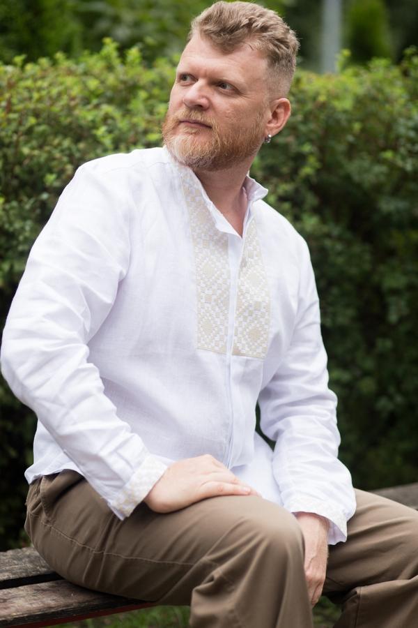 Вишиванка чоловіча біла з бежевою вишивкою ME12