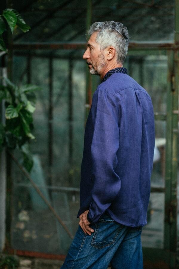 Вишиванка чоловіча фіолетова з чорною вишивкою ME13